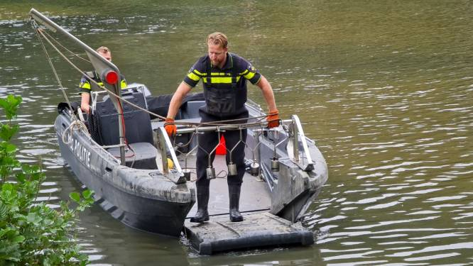 Zoektocht naar moordwapen Daan Mellée in Enschedese vijver gaat verder