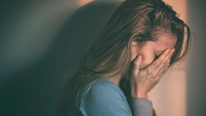 Man wurgt dochter (14) bijna tot de dood omdat ze 'verkeerde' vriend heeft