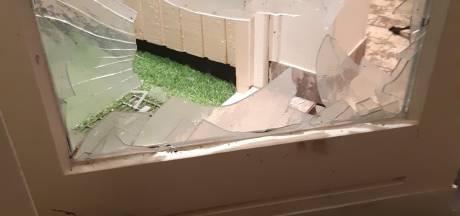Woning in Enschede beschadigd: Zwaar vuurwerk door de brievenbus gegooid
