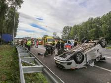 Vrachtwagenchauffeur zwaargewond bij ongeluk op A16 richting Dordrecht