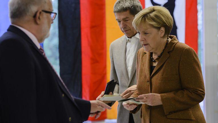 De Duitse bondskanselier Angela Merkel aan de stembus. Beeld GETTY