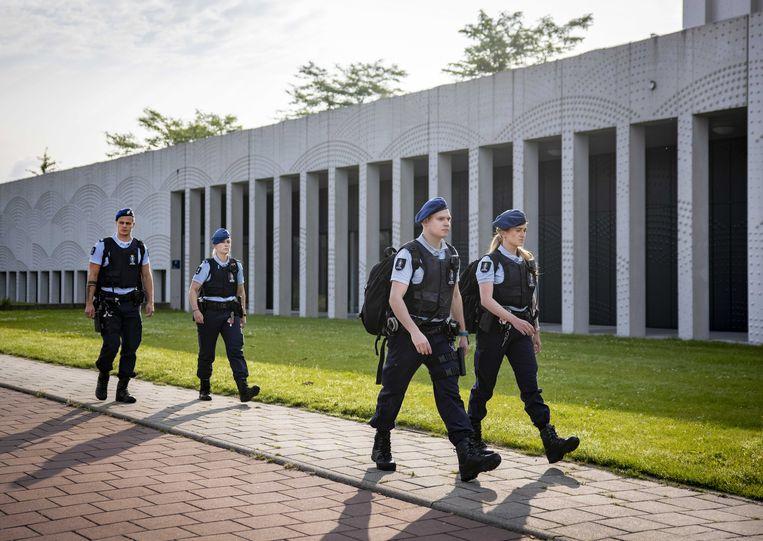 Beveiliging bij Justitieel Complex Schiphol, voorafgaand aan de zaak tegen de verdachten van betrokkenheid bij de dood van advocaat Derk Wiersum. Beeld ANP
