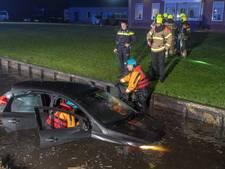 Man (57) uit Groot-Ammers in kritieke toestand naar ziekenhuis na rit die eindigt in sloot