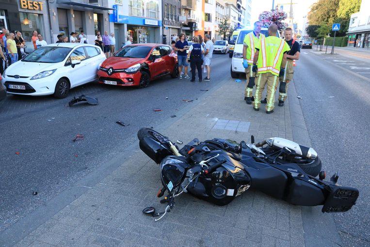 De motorrijder raakte bij het ongeval zwaargewond.