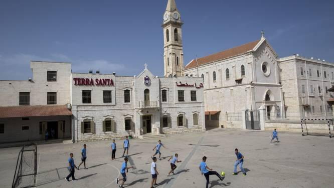 Tel-Aviv restreint l'accès des adultes aux écoles