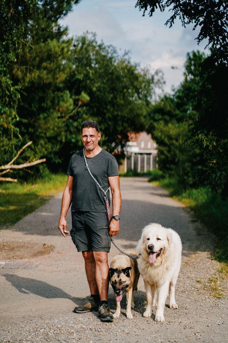 Hondenbegeleider Guido Vergeyle van Guiding Dogs. 'Helaas moet ik zelfs mensen weigeren.' Beeld Wouter Van Vooren