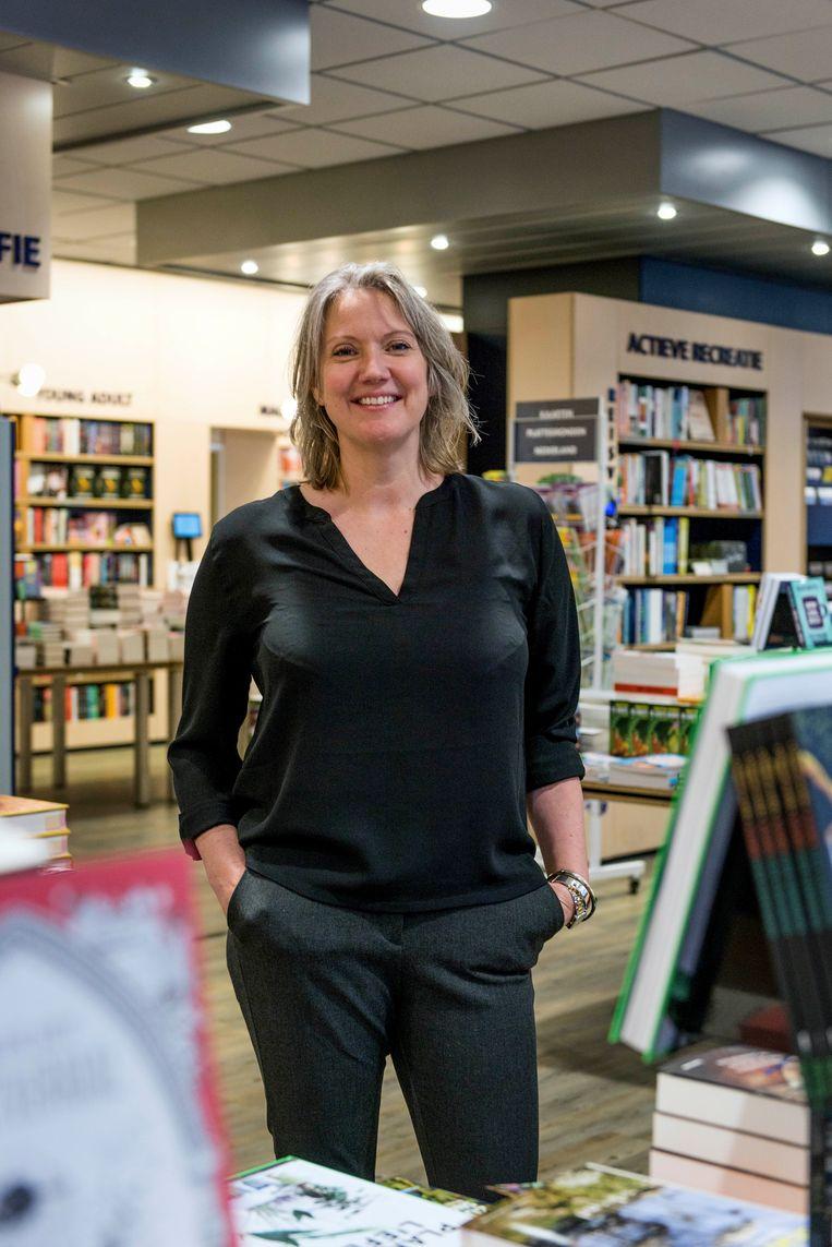 Anne Sluijs van boekhandel Paagman in Delft: 'Bijzonder aan deze tijd is dat je het met elkaar doet.' Beeld Eva Faché