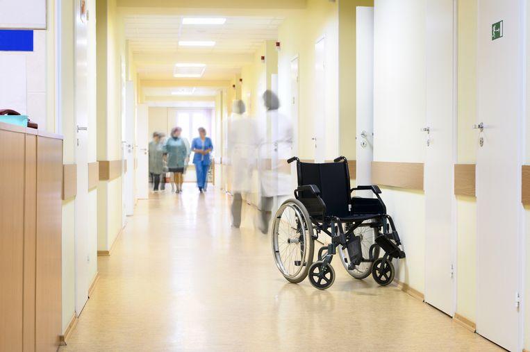 """""""Er zijn op elk moment van de dag verpleegkundigen nodig. Dus valt je werkschema niet meer te combineren met je privéleven? Durf je mond te openen en bespreek het met je verantwoordelijke"""" Beeld Shutterstock"""
