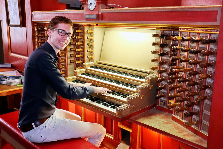 Organist Gert van Hoef treedt binnenkort op in de Regenboogkerk in Nijverdal.