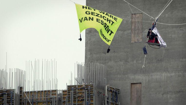Een Greenpeace-actie in de Eemshaven. Energieproducent Essent is er nog de gebeten hond. Foto; ANP Beeld