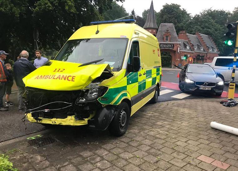 Er vielen gelukkig geen gewonden bij het ongeval met de ambulance.