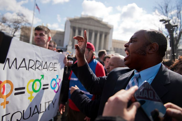 De conservatieve talkshowpresentator Carl Boyd jr. uit Nashville discussieert voor het Amerikaanse Hooggerechtshof tijdens een zaak over het homohuwelijk in 2013. Beeld Getty