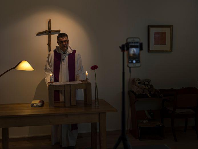 Een kerkdienst online.