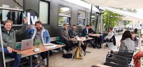Om zes uur 's ochtends terrasje in Tilburg pikken, want het mag weer: 'Terrastafette'