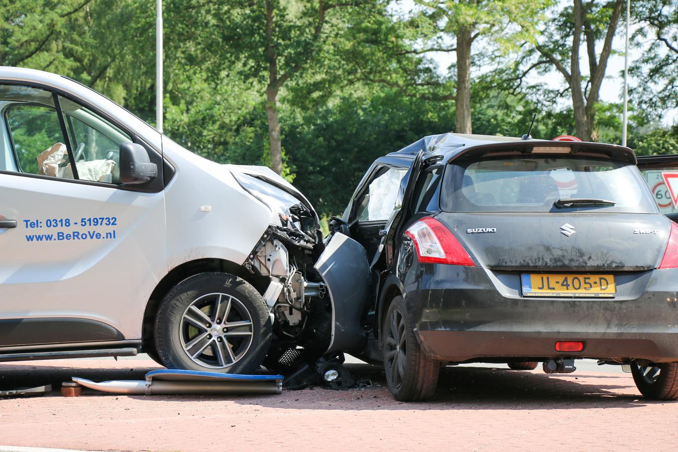 De schade na een stevige botsing op het kruispunt een week geleden.