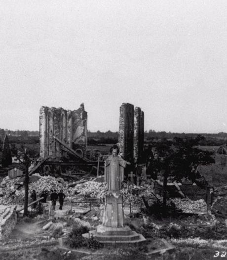 Kerktorens opgeblazen en mensen op de vlucht