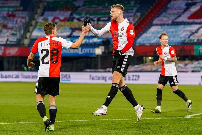 Nicolai Jørgensen juicht nadat hij kort voor rust de 1-1 heeft gemaakt.
