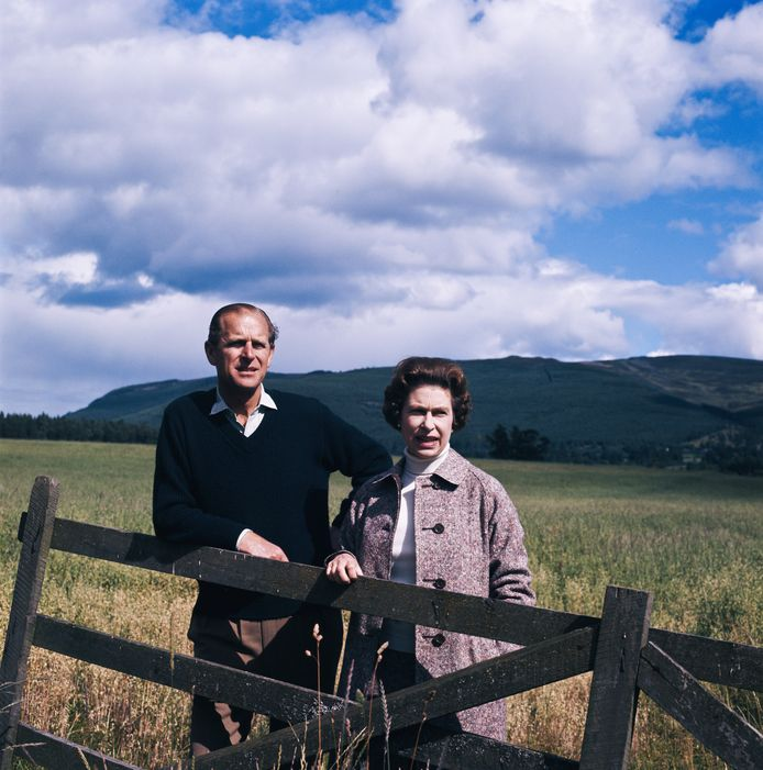 Queen Elizabeth and prins Philip in Balmoral in 1972.