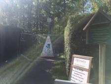 Toegangshek Japanse Tuin gesloopt en peuken op de paden gevonden