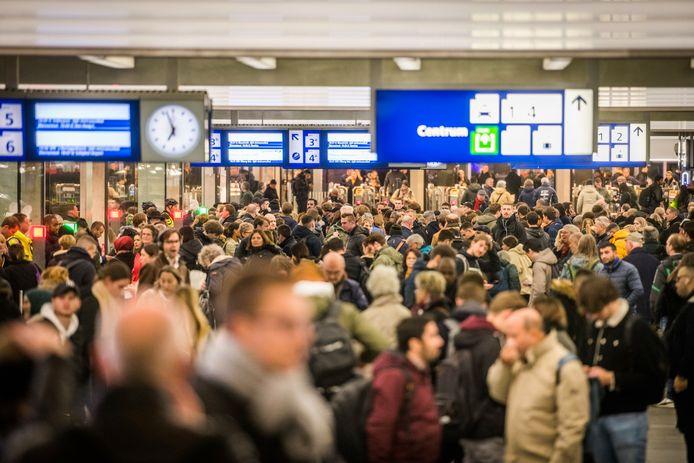 Drukte op het station van Eindhoven, voor mensen met autisme kan dit een flink probleem zijn.