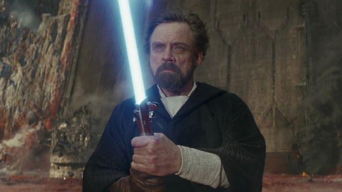 Luke Skywalker met zijn lightsaber.