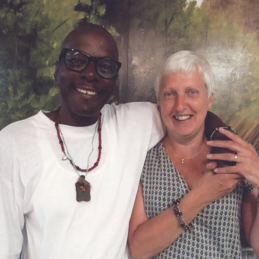 Briefschrijver Marian Bultman uit IJsselmuiden met Vincent Simmons, langgestrafte in Amerikaanse cel.
