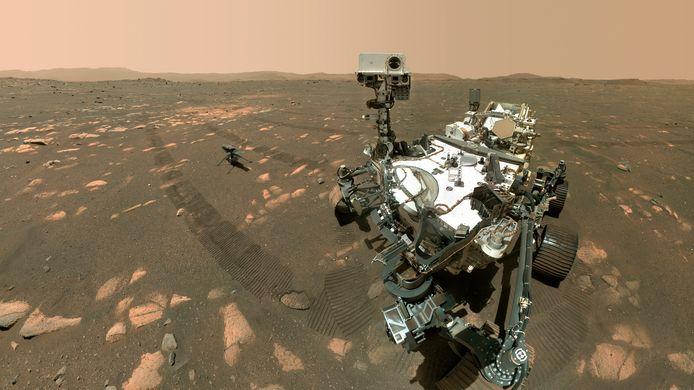 Rechts de Marsrover Perseverance, links de Marshelikopter Ingenuity.