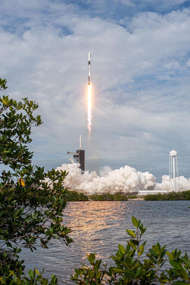 SpaceX vloog bij wijze van test al verschillende keren met de Crew Dragon en de Falcon 9-raket - hier nog zonder bemanning. Beeld NASA