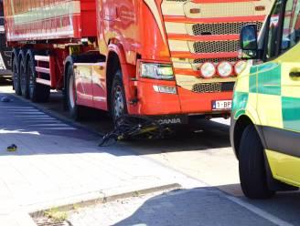 Fietser (83) verkeert in levensgevaar na aanrijding door vrachtwagen