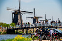 Toeristen in Kinderdijk.