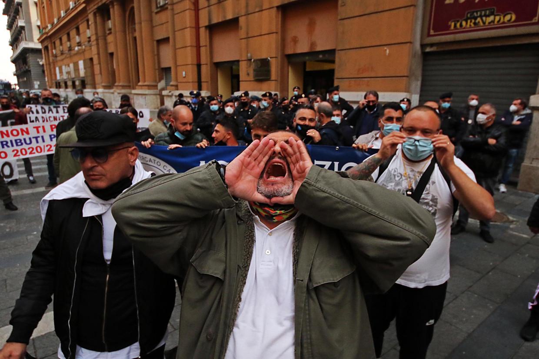 Marktkooplui protesteren tegen de lockdown.