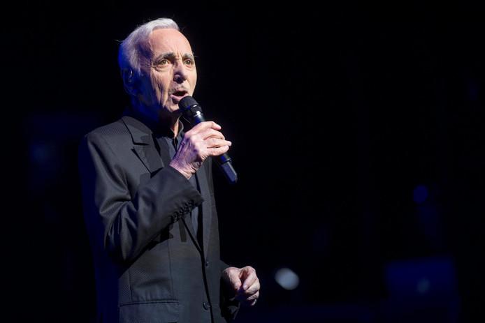 Chansonnier Charles Aznavour treedt nog steeds op, ondanks zijn hoge leeftijd.