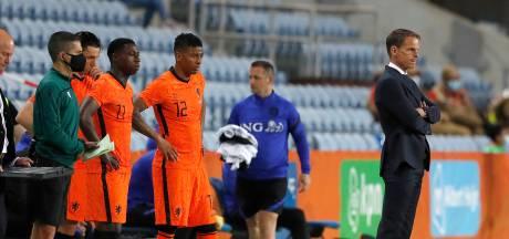 Bizarre verspreking Frank de Boer na afloop wedstrijd Oranje: 'Queensy Menig optie voor rechtsbuiten'