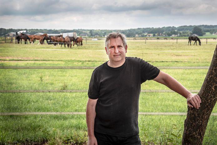 Henk Smit woont aan de Boersteeg  in Groesbeek . Als het tegenzit kijkt hij straks uit op een  zonnepark.
