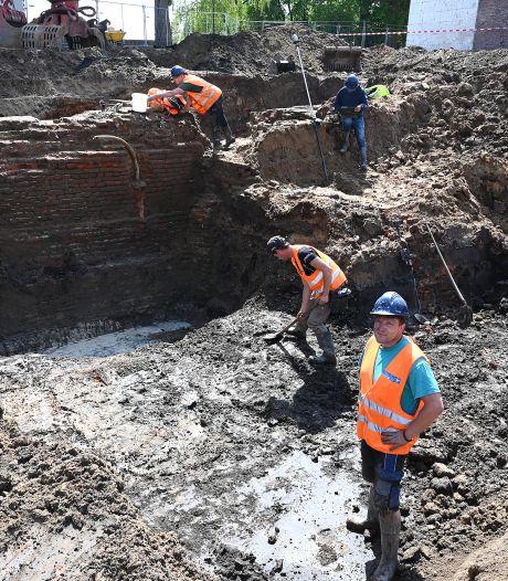 Opnieuw historische vondsten in Grave: diepste stadsmuur ooit én een gouden ring