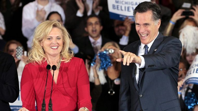 Mitt Romney na zijn overwinning in Michigan. Beeld epa