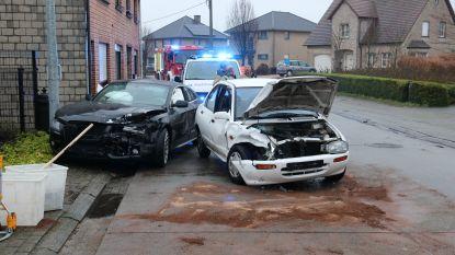 Wagens botsen in Hammestraat: drie lichtgewonden