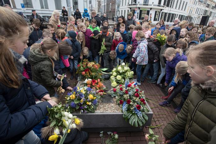 De herdenking op de IJsselkade van negen gefusilleerde verzetsstrijders (31 maart) is een van de vele activiteiten die door de gemeente Zutphen zijn afgelast.