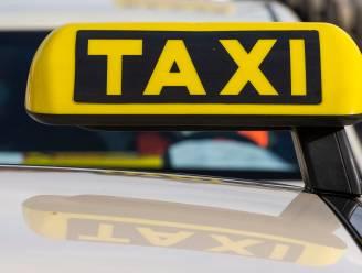 Taxichauffeur riskeert celstraf voor aanranding klant, maar ontkent met klem