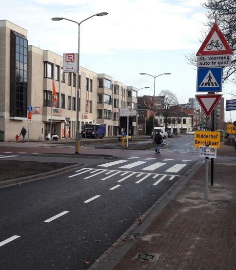 Let op: fietsers hebben voortaan voorrang bij gemeentehuis Oss!