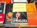 """Illustration du livre autobiographique de Vanessa Springora """"Le Consentement"""" aux éditions Grasset.  L'autrice revient sur sa relation sous emprise, à 14 ans, avec l'écrivain Gabriel Matzneff."""