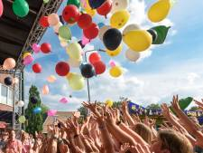 Wél dringen bij de ballonnendrop op de kermis in Maarheeze
