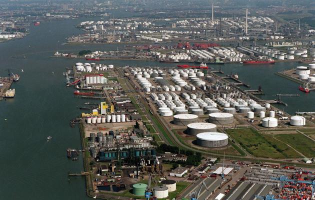 Het Botlekgebied in Rotterdam