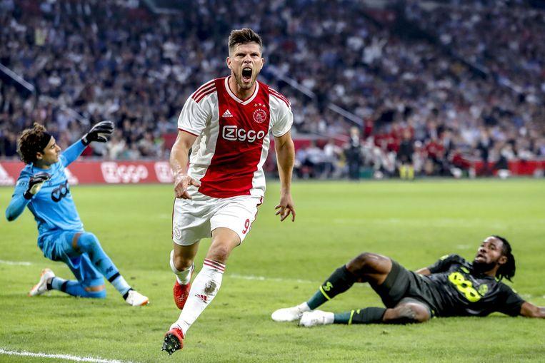 Klaas Jan Huntelaar viert de 1-0 tegen Standard Luik. Beeld ANP pro shots