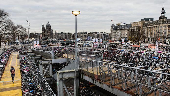 Fietsen in de fietsenstalling van Amsterdam CS.