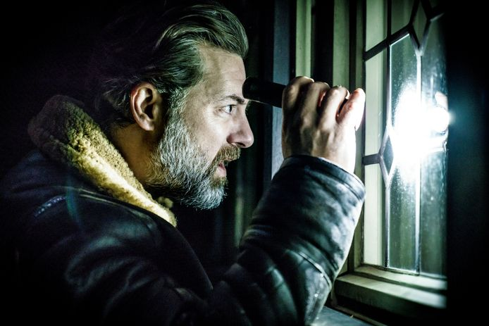In 'Black-out', de nieuwe fictietrots van de VRT, speelt Geert Van Rampelberg het hoofd van de dienst anti-terrorisme.
