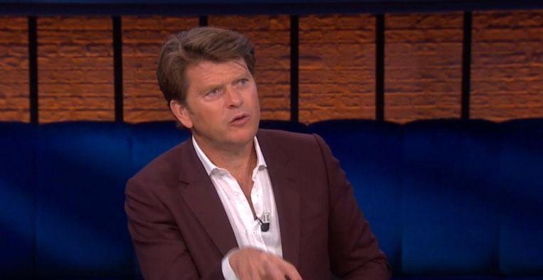 Beau van Erven Dorens laat zich vanavond tijdens talkshow live vaccineren Beeld Still RTL