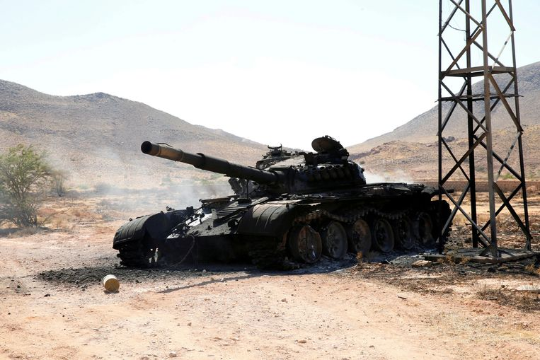 Een verwoeste tank in de buurt van de Libische hoofdstad Tripoli. Archiefbeeld. Beeld REUTERS