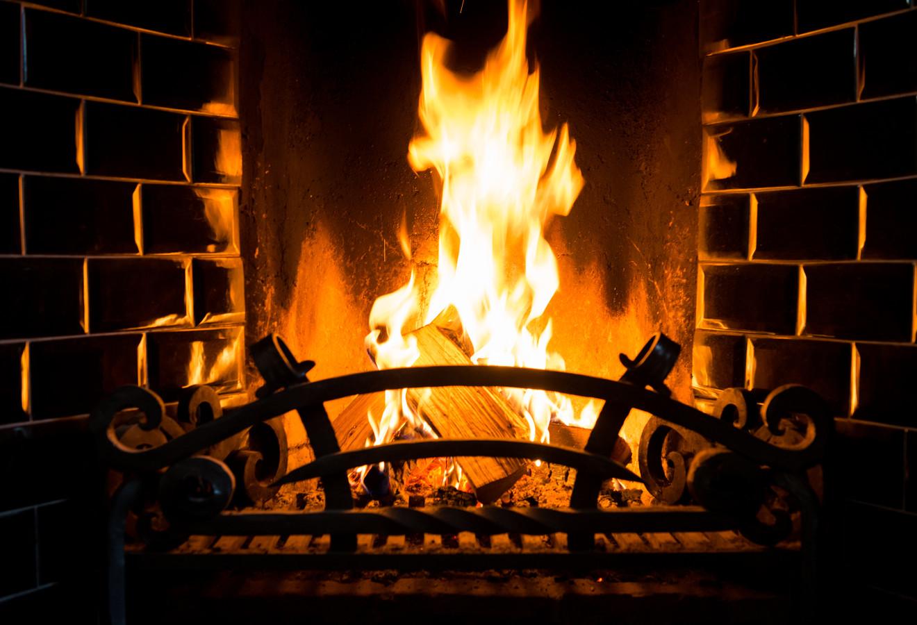 Ermelo stelt beleid op voor houtkachels en haarden en Apeldoorn laat mensen zelf in hun woonkamer het effect van onder meer rook meten.