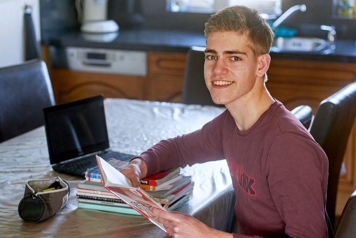 Kevin van Erp uit Oss is waarschijnlijk geslaagd voor vwo op het TBL in Oss, zonder centraal schriftelijk eindexamen te hebben gedaan.